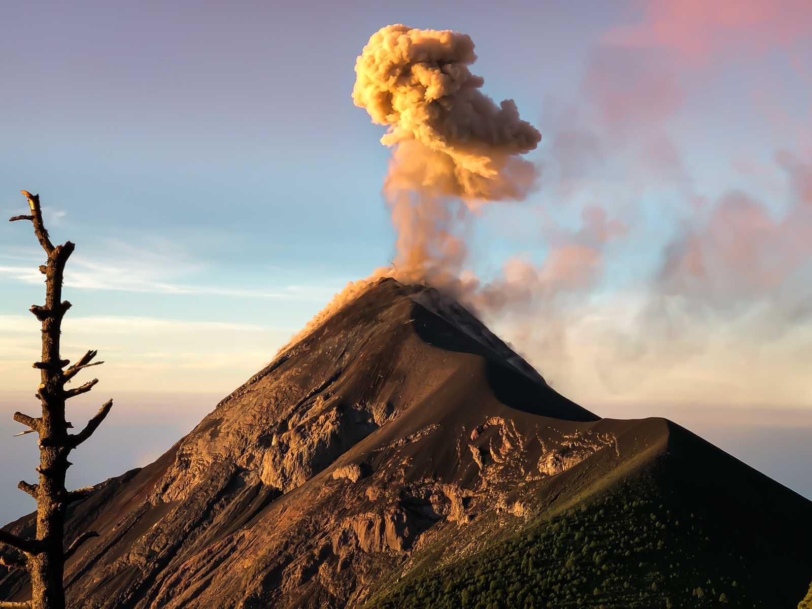 Acatenango Vulkaan - Lava spuwende vulkaan