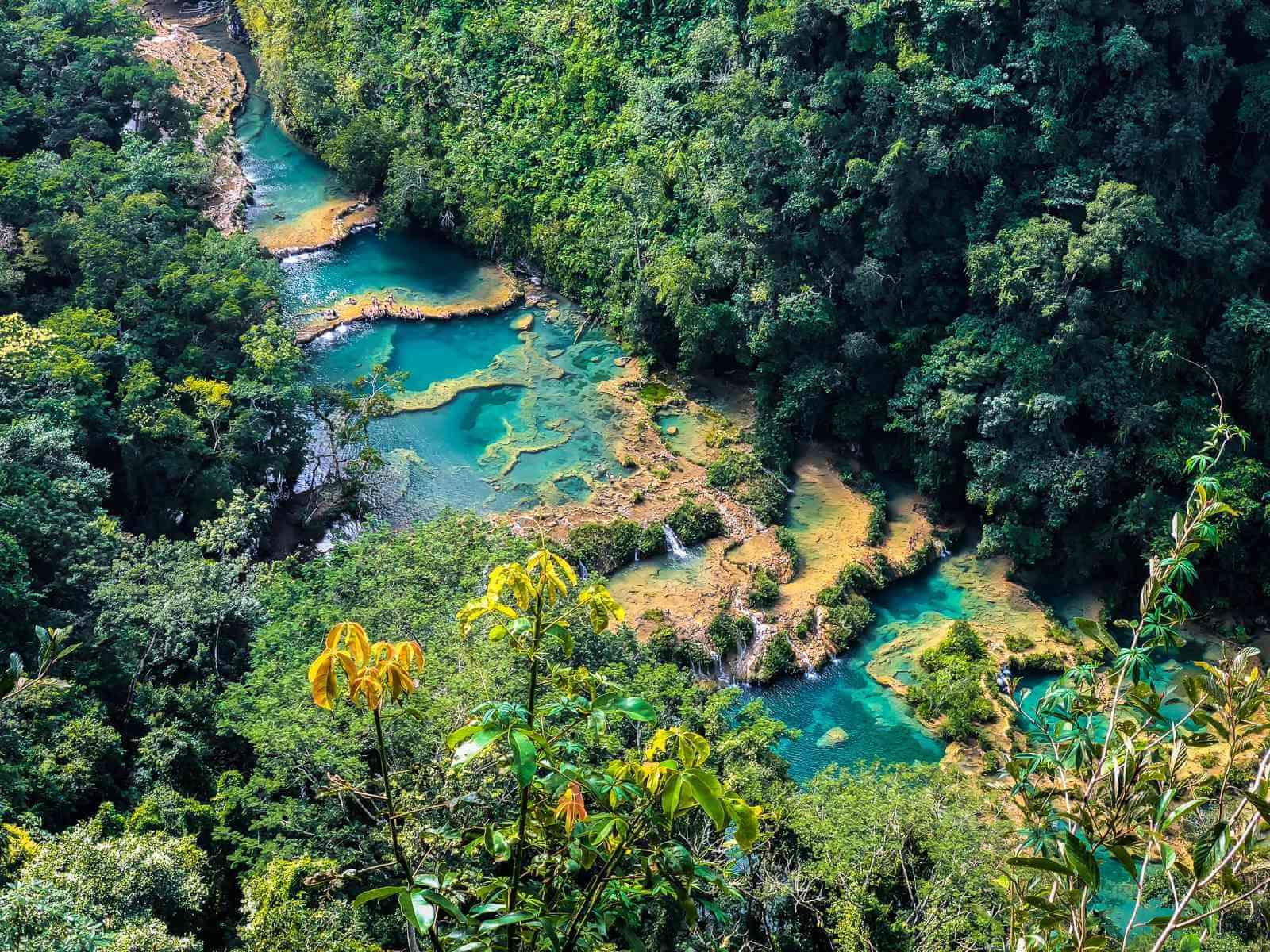 Semuc Champey - Azuurblauwe waterpoelen in de jungle