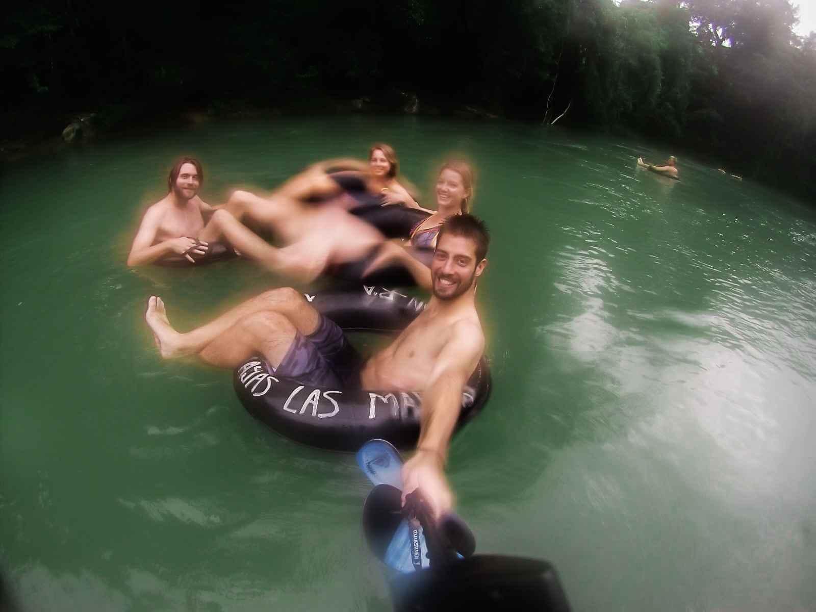Tuben op de Semuc Champey rivier