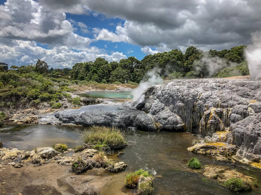 Rotorua - Bekend vanwege zijn veel geothermische activiteiten