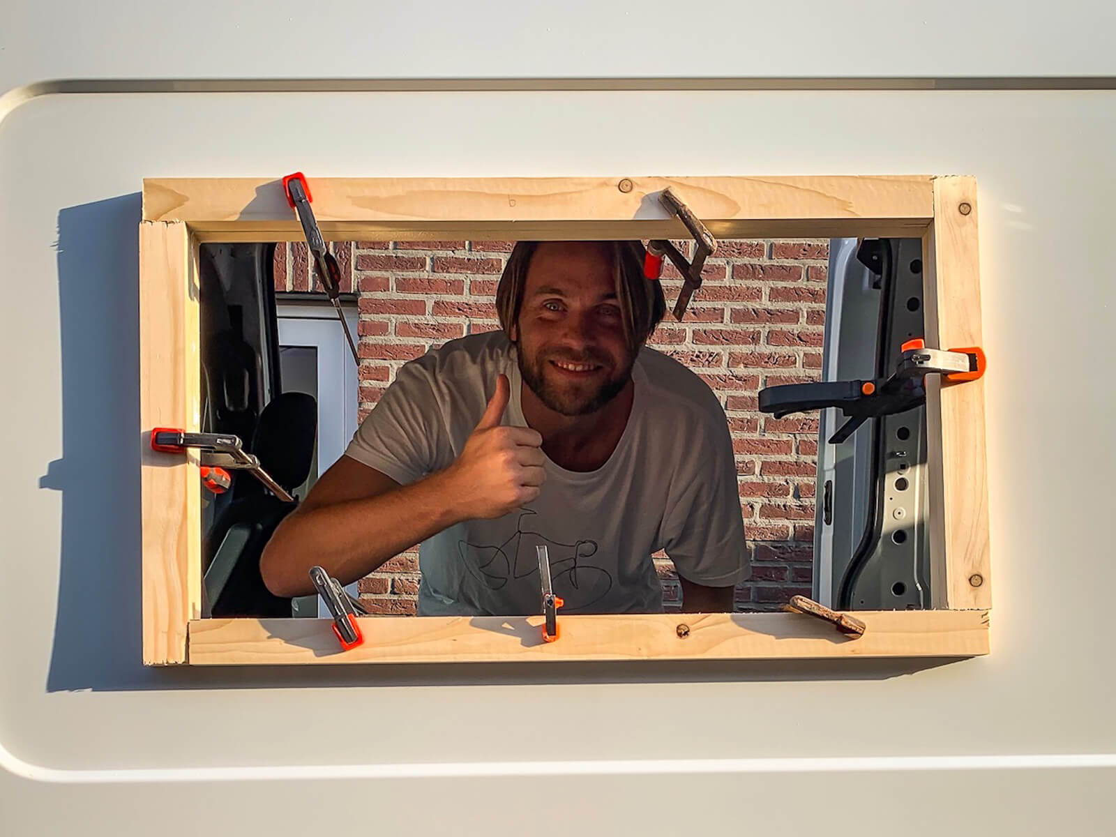 Camper ramen inbouwen - houten framewerk bevestigen