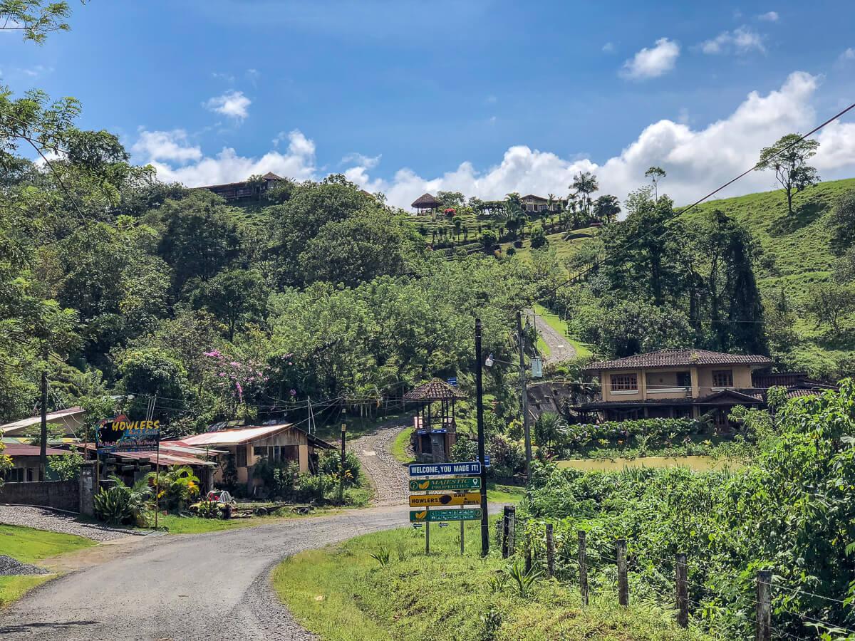 Stijle wegen vormen een uitdaging zonder 4x4 huurauto in Costa Rica